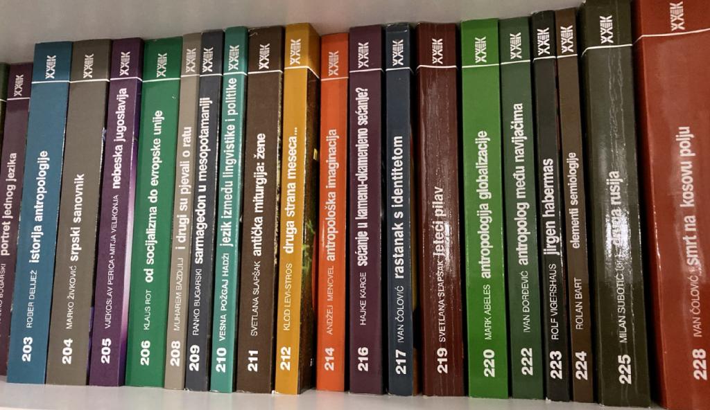 knjige_Polica_C_01